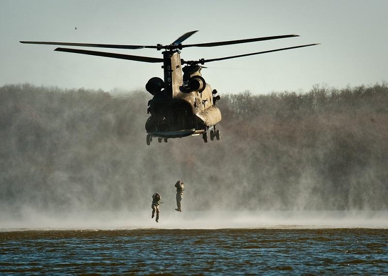 Militær helikopter